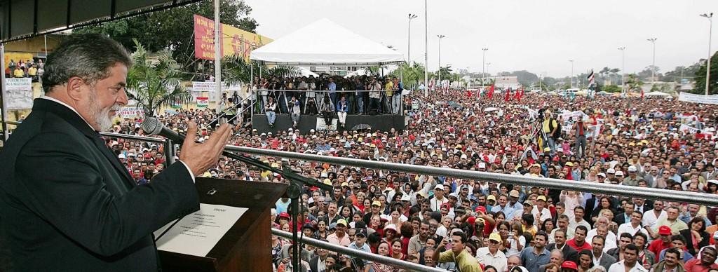 O então presidente Lula em evento com agricultores familiares em Garanhuns (PE) Foto de Ricardo Stuckert/PR (03/08/2005)