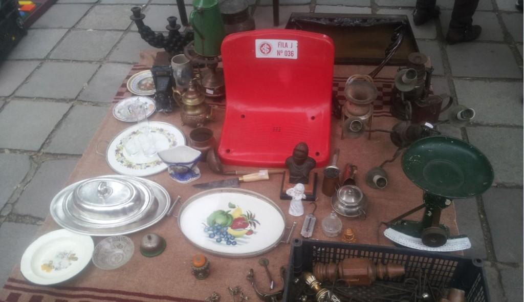 Cadeira do antigo Beira-Rio à venda em feira de antiguidades em Porto Alegre Foto de Diógenes Campanha/Folhapress