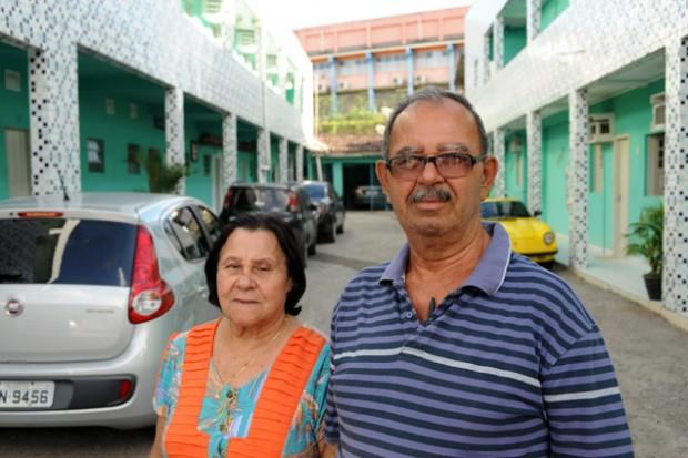 O casal Anilton Alves e Josefa Bezerra, em Ipojuca - Léo Caldas/Folhapress