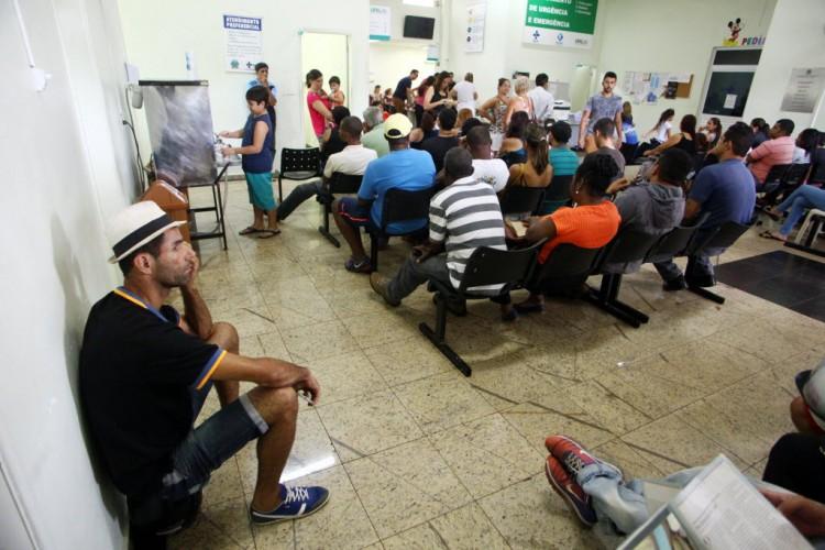 Pacientes, muitos com suspeita de dengue, aguardam em UPA de Ribeirão - Pierre Duarte/Folhapress, 25.fev.2016