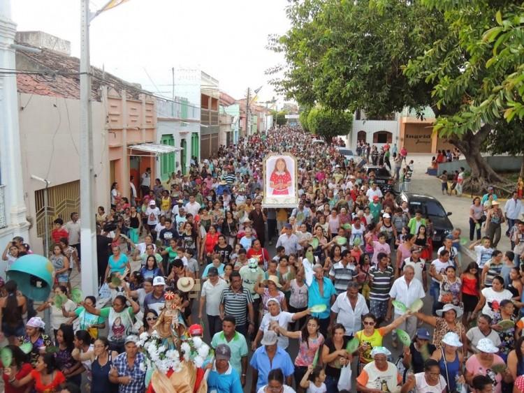Romaria para a menina Benigna, que pode ser beatificada, em Santana do Cariri (CE) - Foto: Ypsilon Félix/Divulgação