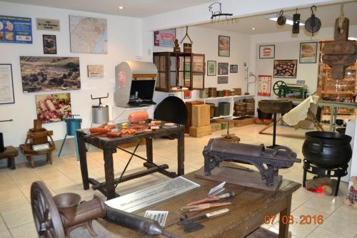 Uma das salas exibe objetos para abate caseiro e industrial - Divulgação