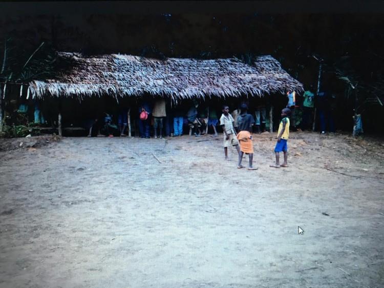 Aldeia pigmeu Lokuko, na República Democrática do Congo - Arquivo pessoal/mar.2015